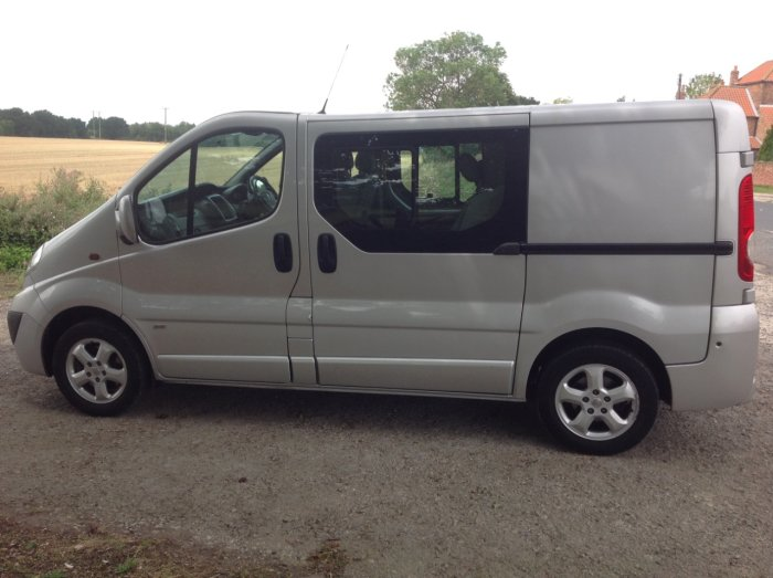 Vauxhall Vivaro 2.0CDTI [115PS] Sportive Doublecab 2.9t Euro 5 Panel Van Diesel Silver