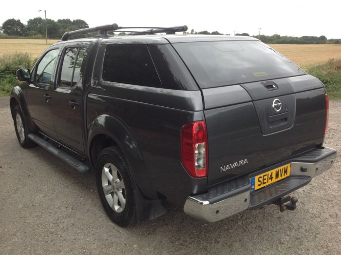 Nissan Navara 2.5 Tekna Pick Up Diesel Grey